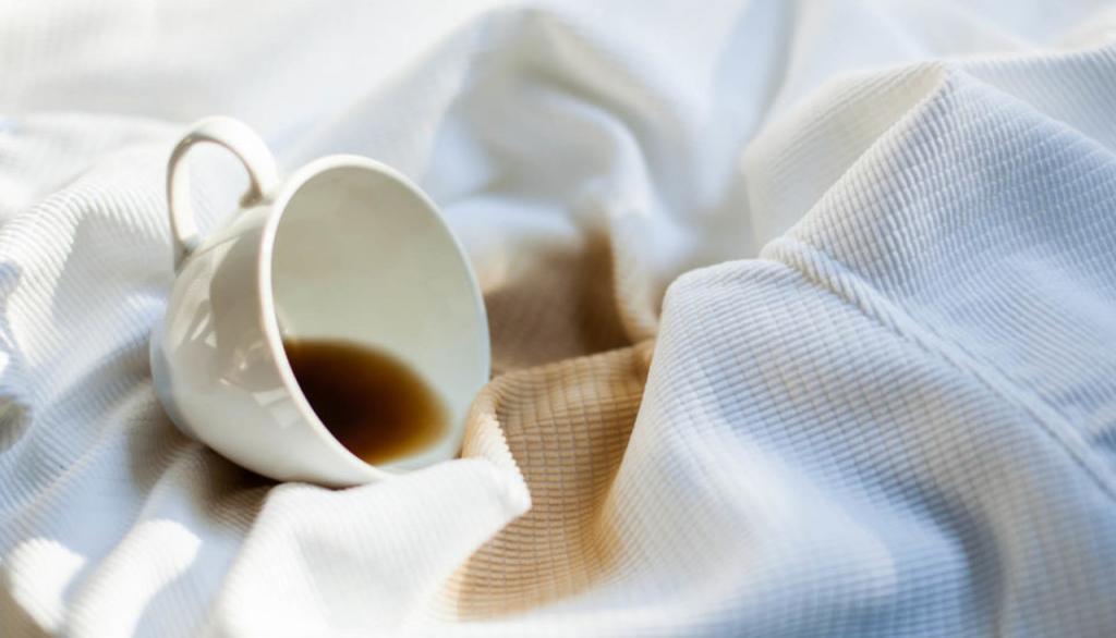 Как аккуратно убрать с одежды пятна от чая (даже засохшие). Домашний способ с содой, лимоном и газировкой