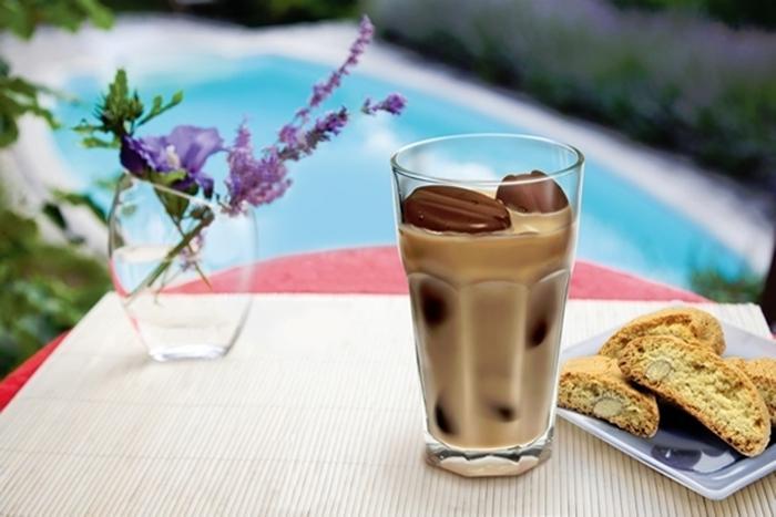 Лето и кофе: можно ли пить ароматный напиток в жаркую погоду