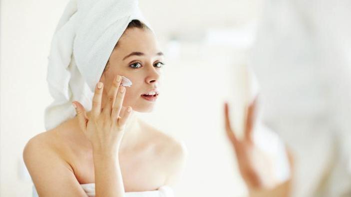 Увлажнение кожи лица в разном возрасте: как правильно это делать