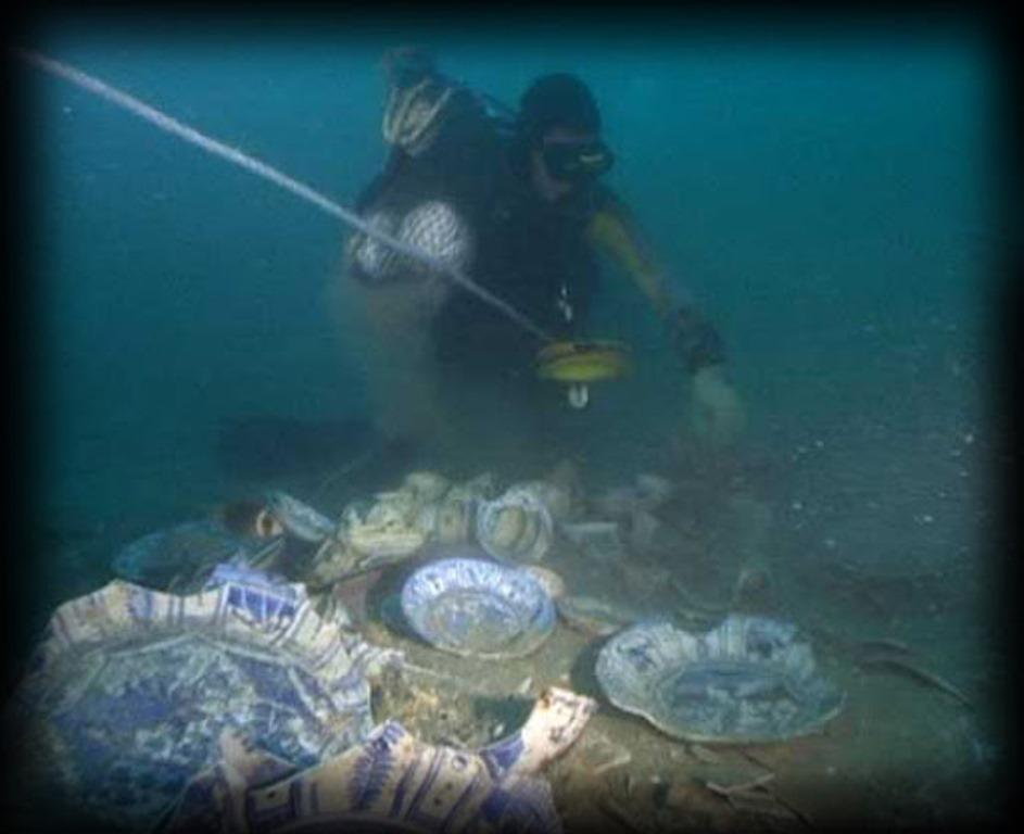 Около знойного Сингапура: археологи нашли древнее судно с грузом из китайской керамики династии Юань