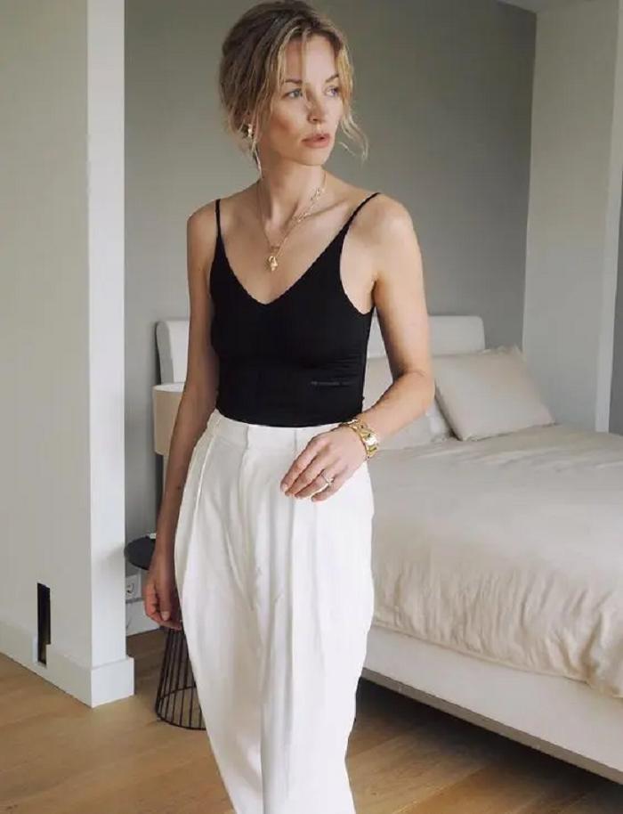 Атласная юбка с майкой и еще 9 модных образов для работы летом 2021: фото