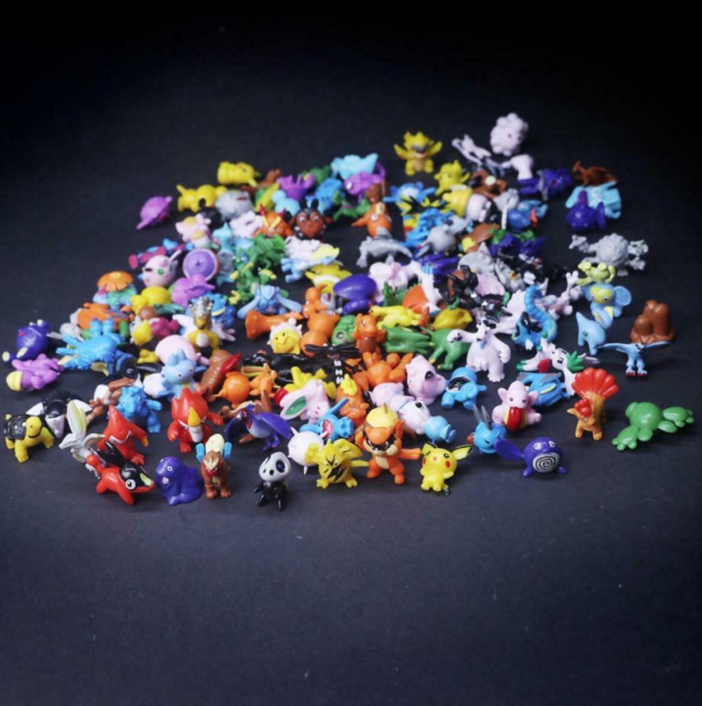 И место занимают, и выбросить жалко: идея рамы для зеркала из старых детских игрушек (фото)