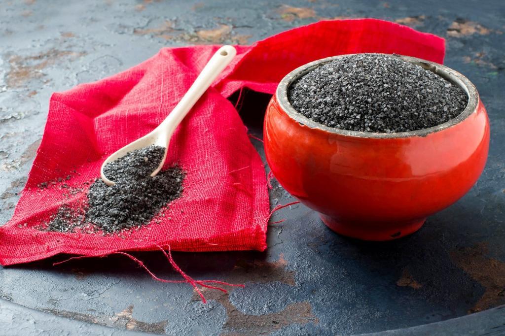 Черная соль имеет особую силу: как приготовить ее дома, чтобы она работала
