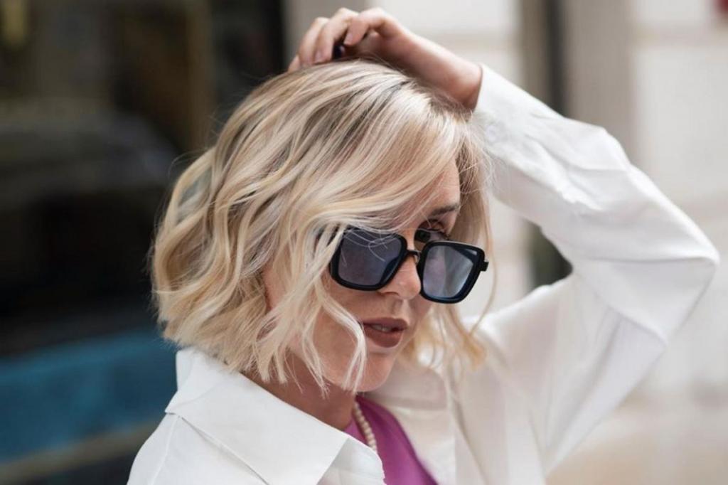 Волосы выглядят более здоровыми и густыми: волнистый боб - самая модная стрижка этого лета
