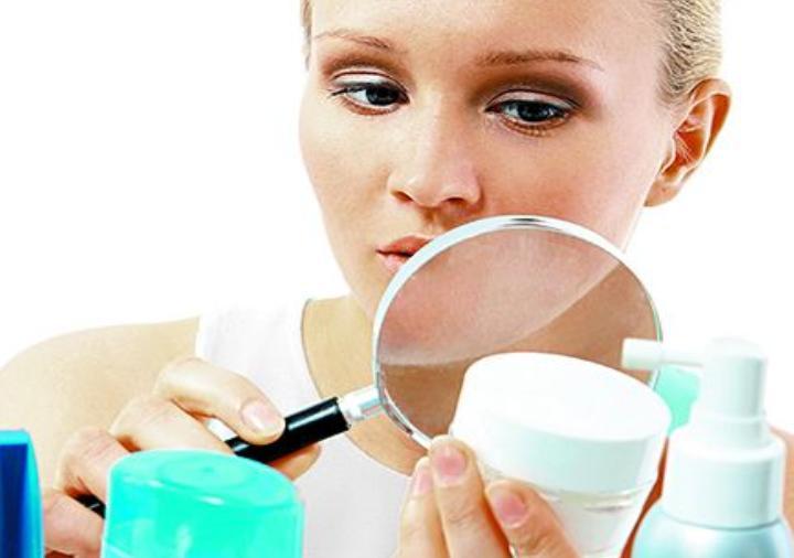 В косметике для глаз могут быть вредные примеси: список для проверки при покупке