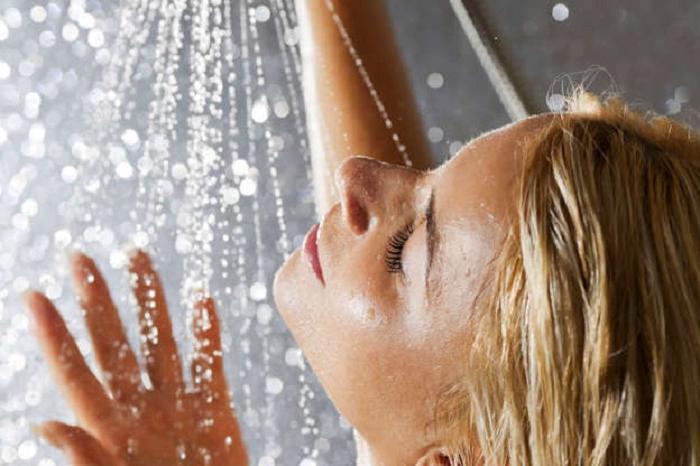 Принимать душ в жару не всегда безопасно: как это делать, чтобы не навредить коже