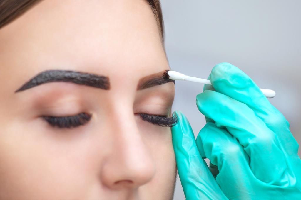 Пена для бритья и не только: как убрать излишки краски с бровей после окрашивания хной