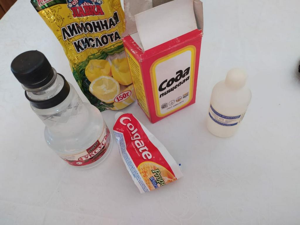 Лимон, соль и белое вино. Как избавиться от сложных пятен на одежде