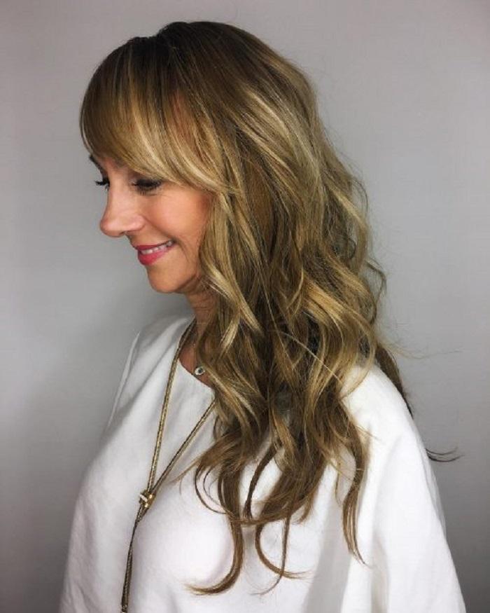 Возраст длине не помеха: варианты причесок на длинные волосы для женщин за 50