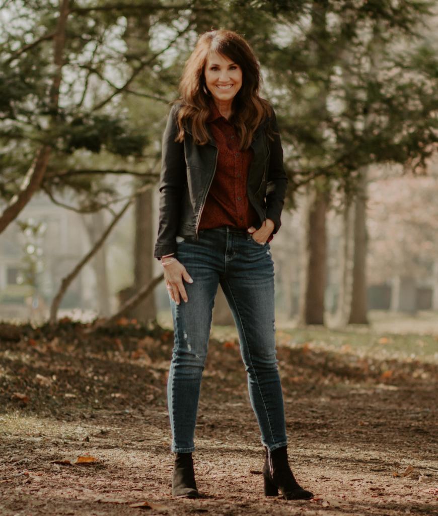 Темная губная помада и мешковатые джинсы: какие вещи будут портить внешность женщины после 40