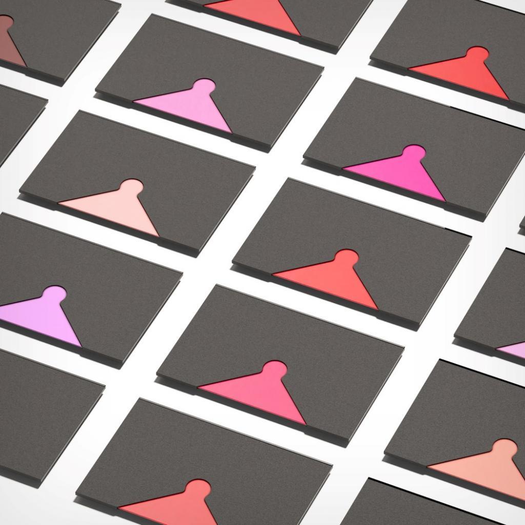 Губная помада в форме кредитки: изобретение значительно упрощает создание макияжа губ