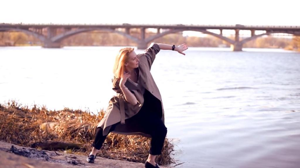 Экстатический танец: плавные движения на разных уровнях очень полезны при сидячем образе жизни (видео)