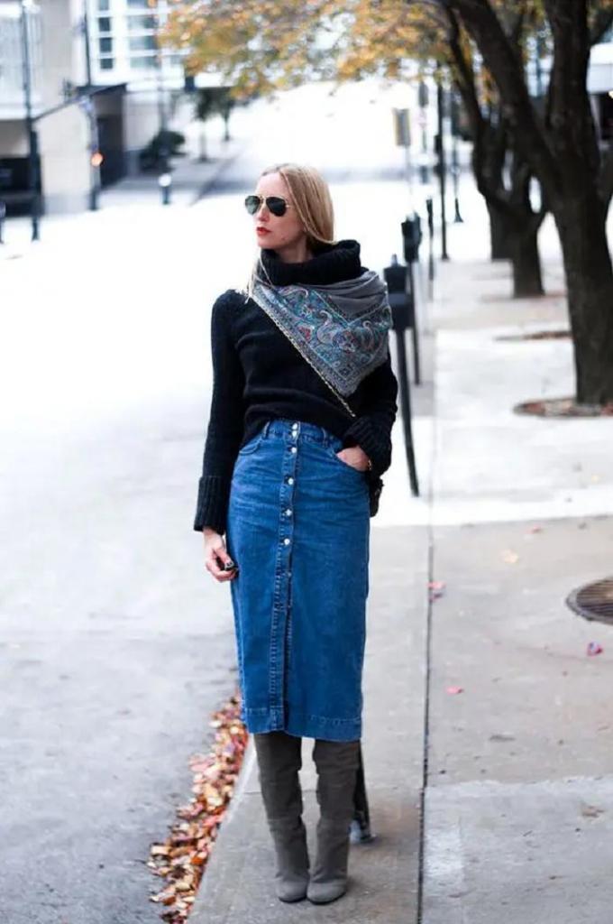 Джинсовая юбка длины миди — стильный и удобный вариант на осень: с чем ее сочетать, чтобы выглядеть модно