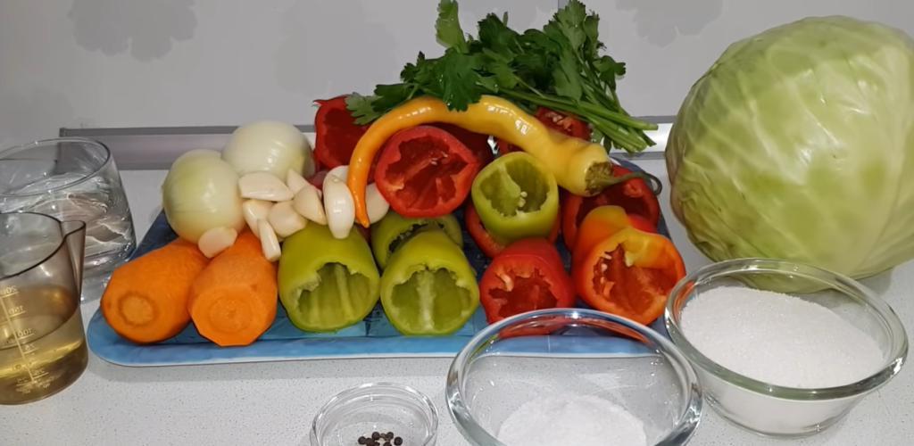 Многие готовят на ужин, но мало кто догадывается сделать на зиму: закатываем фаршированный перец