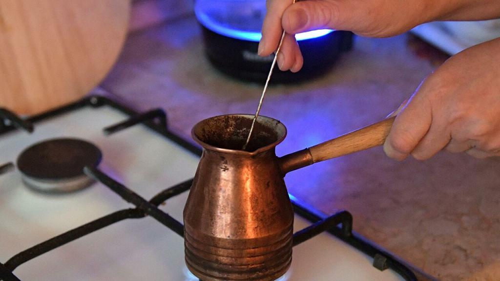 Лучшее время для употребления кофе: как усилить его пользу одной специей
