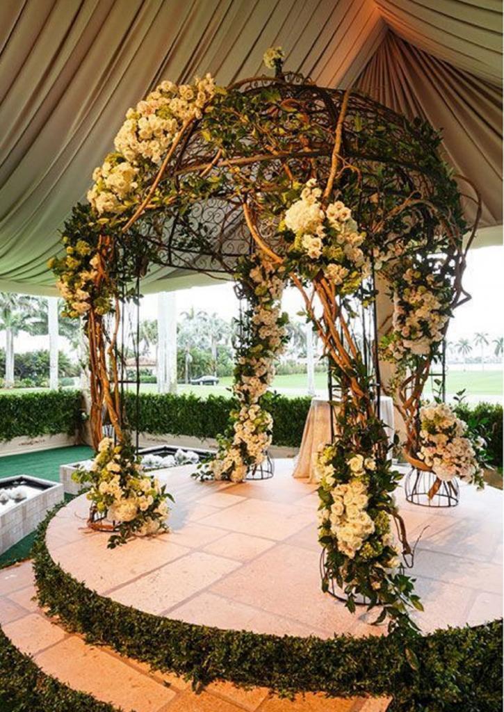 Для тех, кто выбрал выездную регистрацию: как за рубежом оформляют свадебные арки на природе