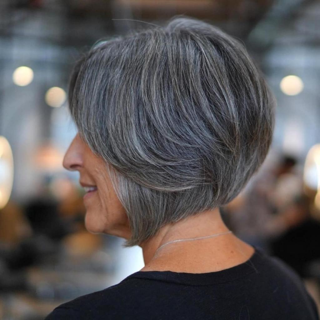 После взгляда на эти прически желание закрашивать седину пропадет: волосы цвета соли и перца — тренд сезона 2021-2022