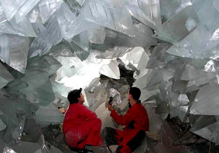 Ученые обнаружили 50.000 летнюю микробную жизнь, запертую в ловушке в кристаллах