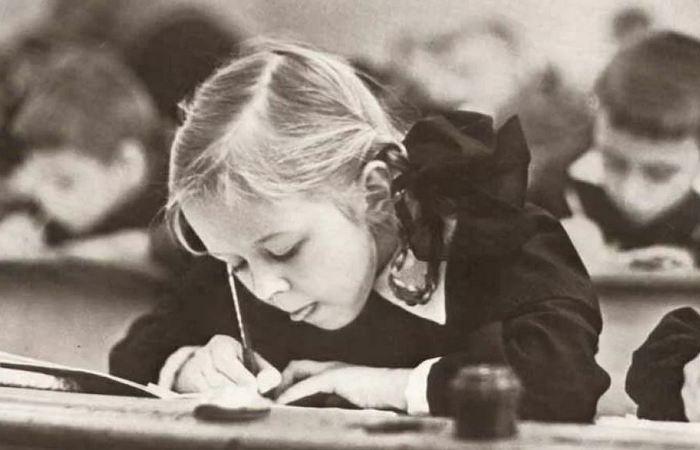 Почему советским школьникам запрещали пользоваться шариковыми ручками на уроках