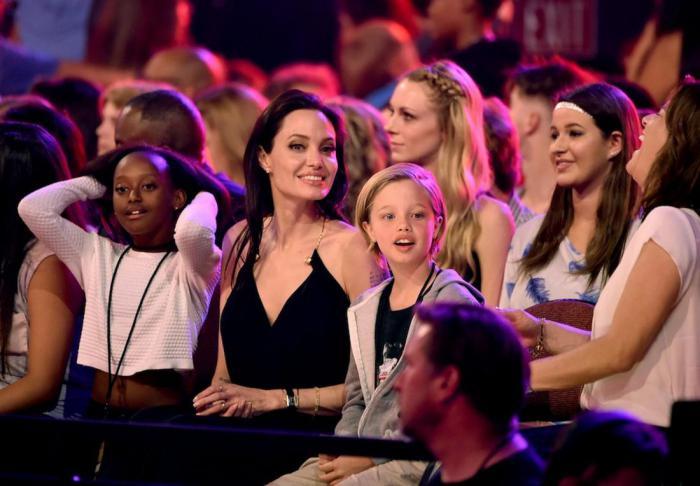 Что думают дети Анджелины Джоли о ее профессии