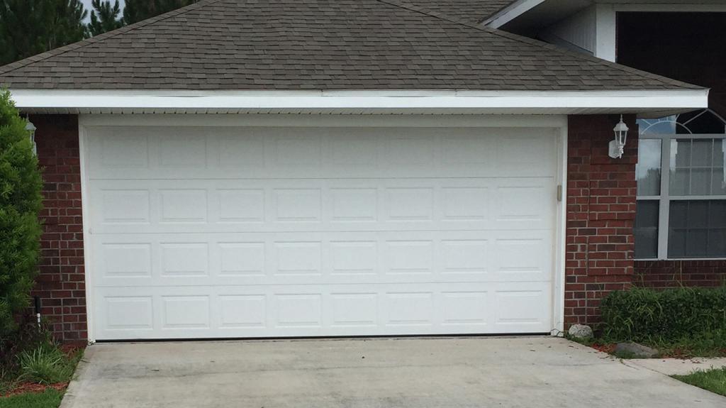 Ворота металлические для гаража: фото, разновидности, советы по выбору и установке
