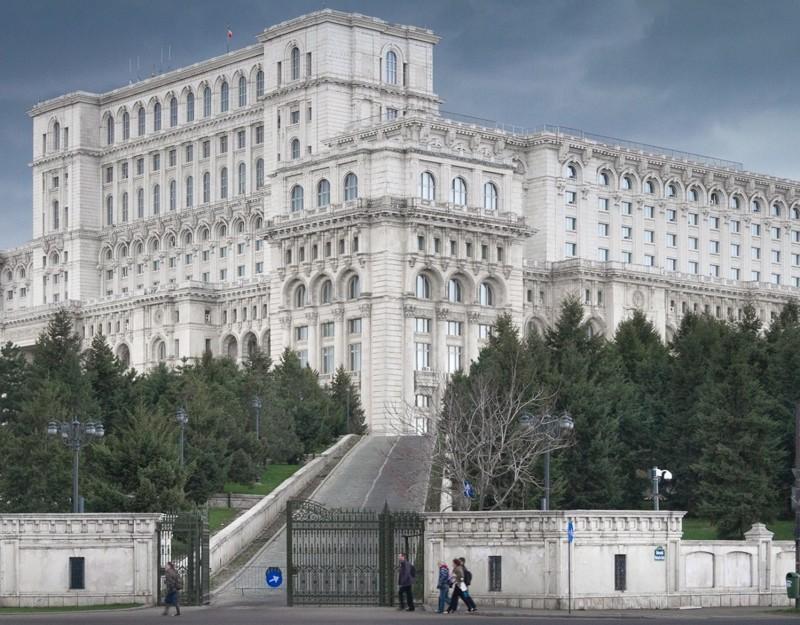 Дворец диктатора Чаушеску   гигант вБухаресте