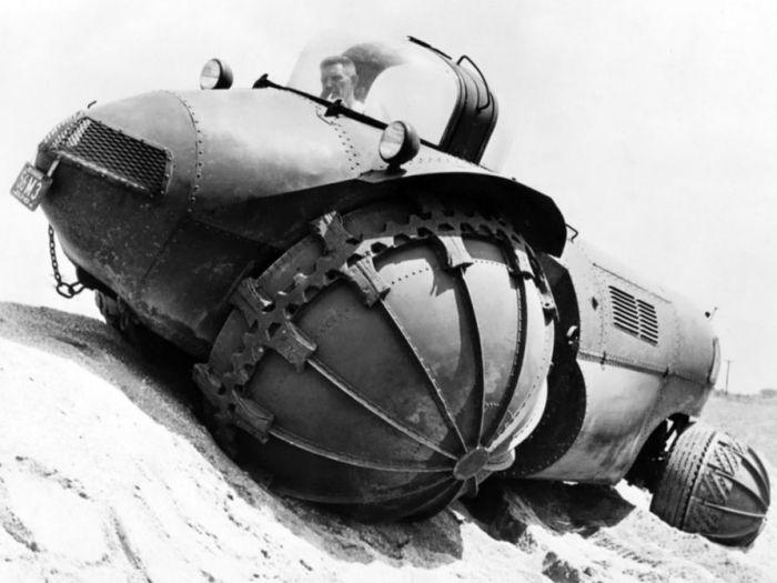Заплыв «Носорога»: машина-амфибия с весьма странными колесами
