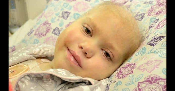 Родители планировали похороны для больной раком 10 летней дочери. Затем она открыла глаза и сказала 7 слов…