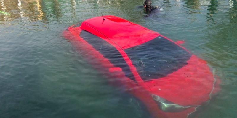 GPS навигатор направил машину прямо в озеро, и женщина его послушалась! О чем она только думала?!