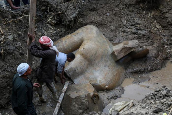 В трущобах Каира найдена массивная статуя фараона Рамзеса II