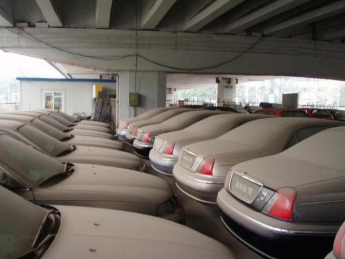 В мире появляется все больше свалок с абсолютно новыми автомобилями: в чем причина