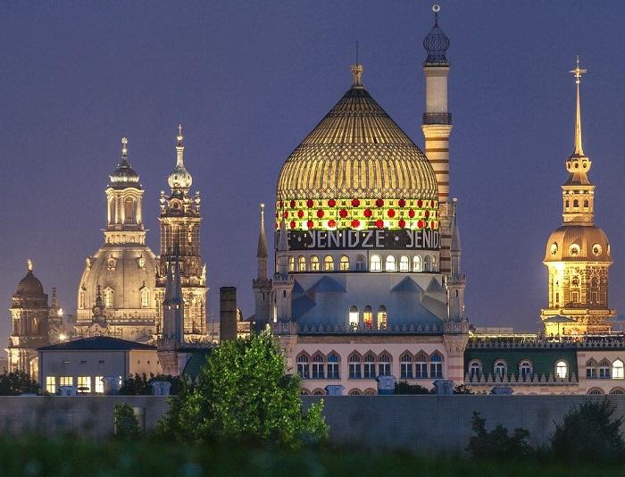 Почему старинная табачная фабрика Дрездена больше напоминает мечеть, нежели цеха