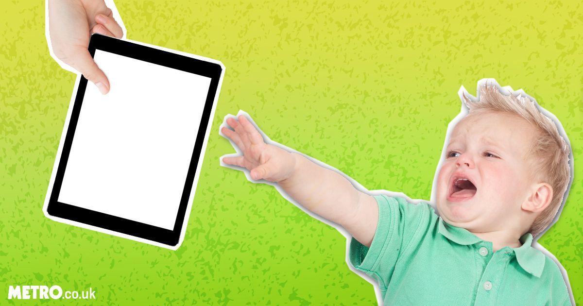 Если малыш долго играет с iPad, это приведет к задержке развития речи! Вот почему
