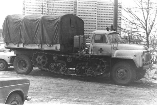 Полугусеничная скорая. Советская конструкторская мысль