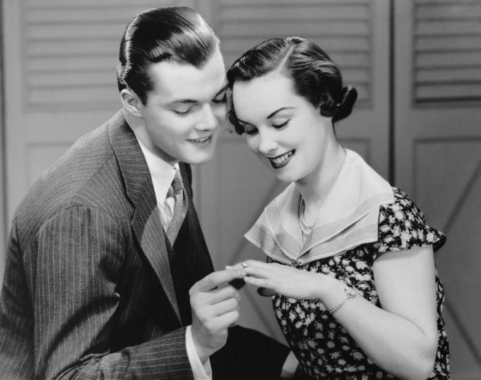 Почему исторически сложилось так, что именно мужчины делают предложение?