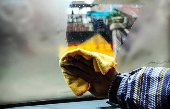 Простой трюк, как раз и навсегда решить проблему запотевающих стекол в авто