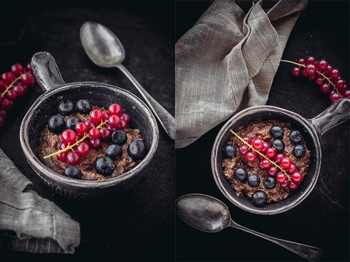 Шоколадный пирог с ягодами: быстрый рецепт