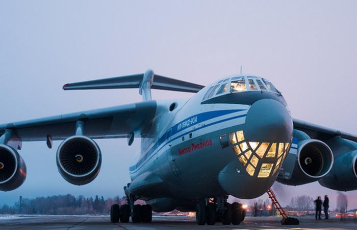 «Улыбающийся» самолет: для чего у ИЛ-76 имеется нижнее остекление кабины