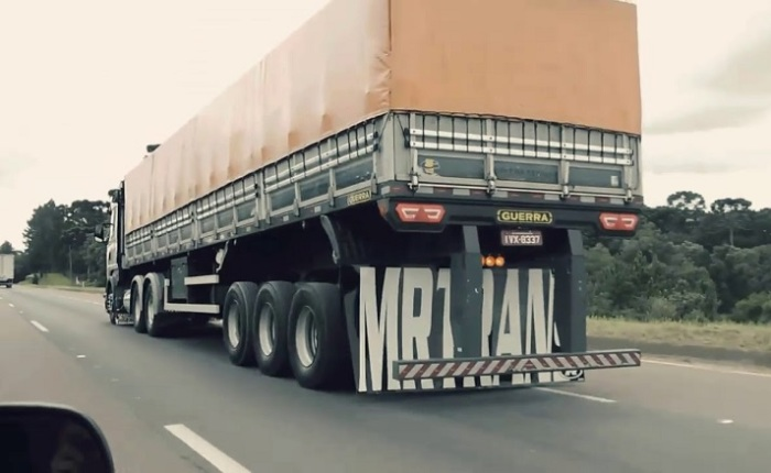 Выпендреж или необходимость: для чего бразильские водители грузовиков задирают заднюю часть машины