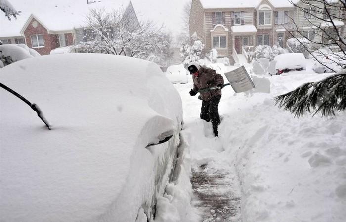 Гениальный и легкий способ уборки снега, который нужно опробовать у себя во дворе