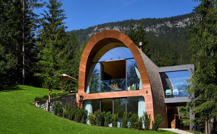 Романтическое шале в Альпах, удивляющее экологичностью и современным дизайном