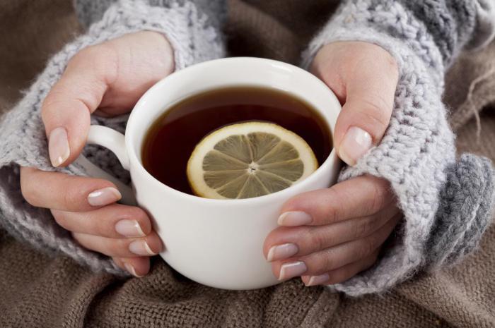 Два простых способа быстро охладить горячий напиток