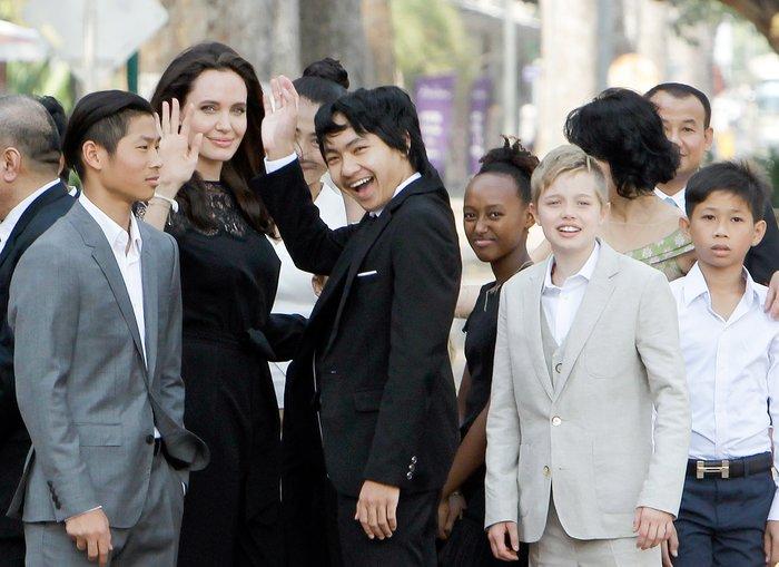 Дети Анджелины Джоли: количество, возраст, фото