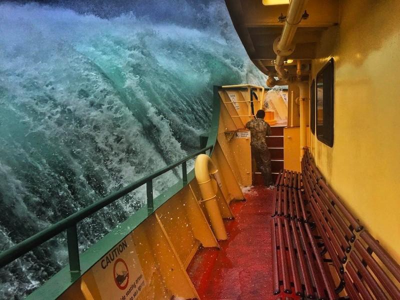 Этачудовищная волна вот вот обрушится напаром