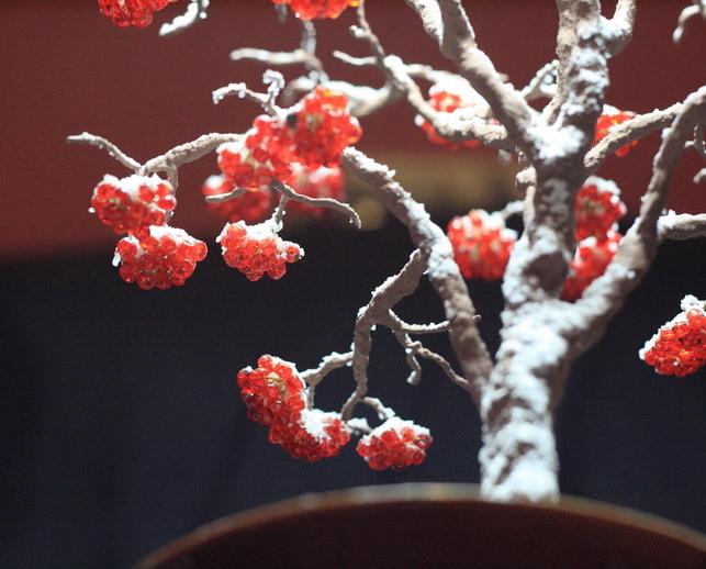 Зимнее дерево: плетение из бисера
