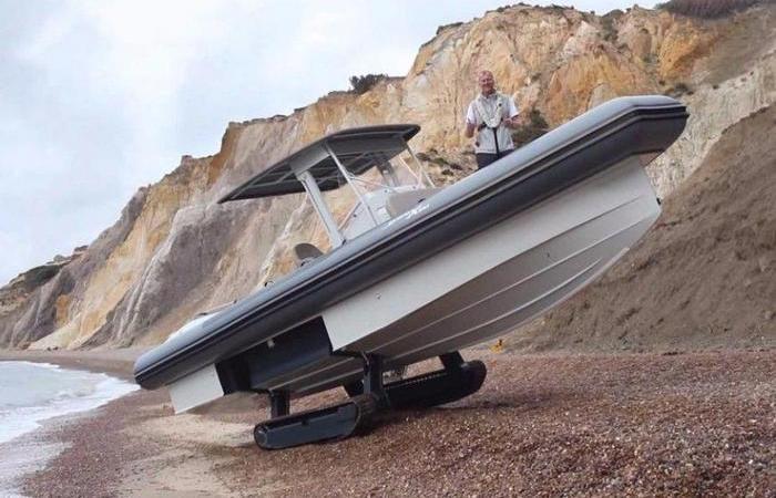 Яхта, которая может ездить по бездорожью и стоит больше, чем роскошный Lamborghini