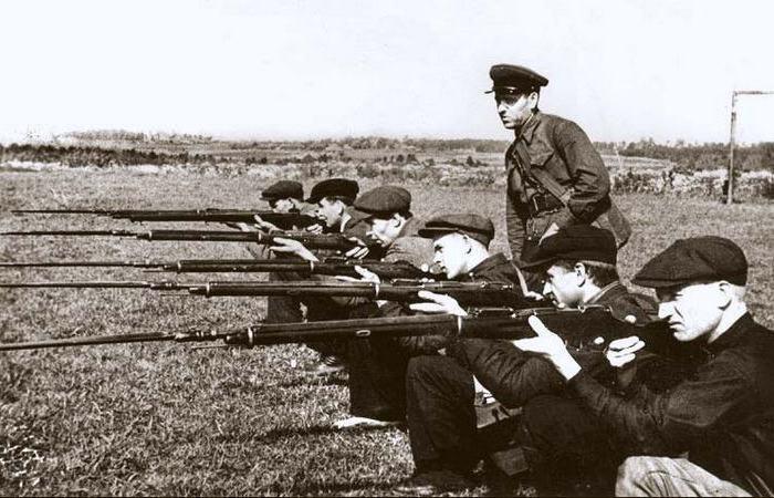 Для чего на винтовках есть отметки для стрельбы на 2 километра, если без оптики не попасть дальше 300 шагов