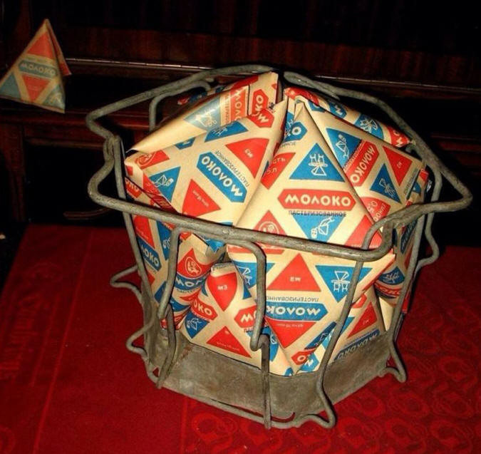 Знаменитый артефакт  треугольный молочный пакет