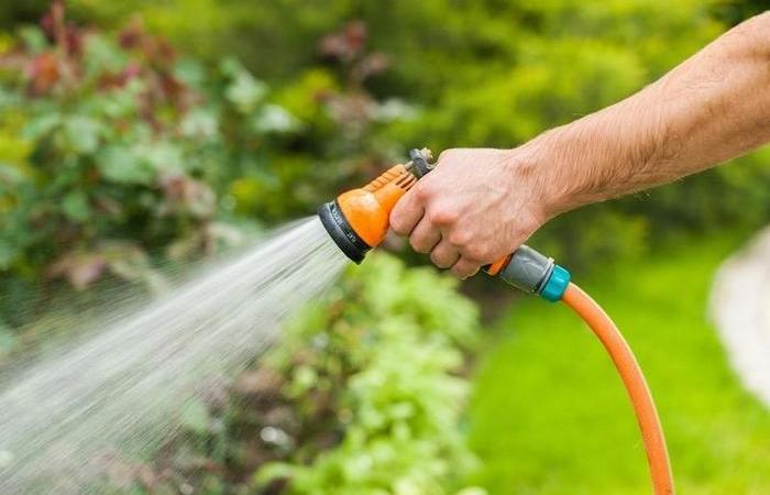 Как самому сделать бак для полива грядок на 1000 литров за сущие копейки