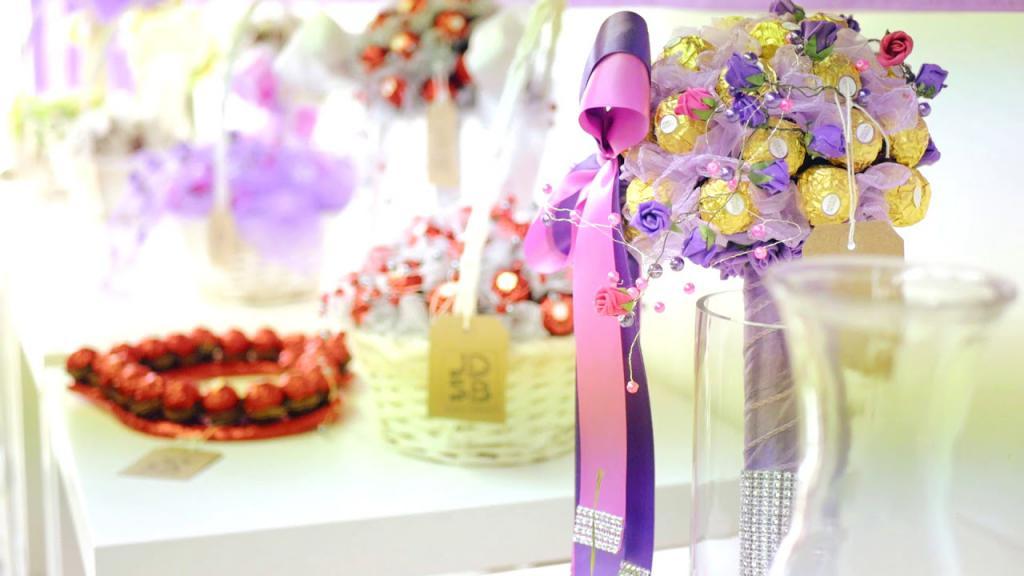 Антуриумом большой букет на свадьбу в подарок молодоженам цветов оптом теплиц